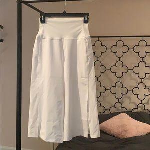 Lululemon new White Wide Leg Capri pants (size 4)